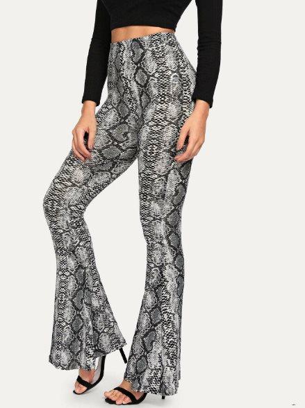 pantalones flare de moda con estampado de serpiente