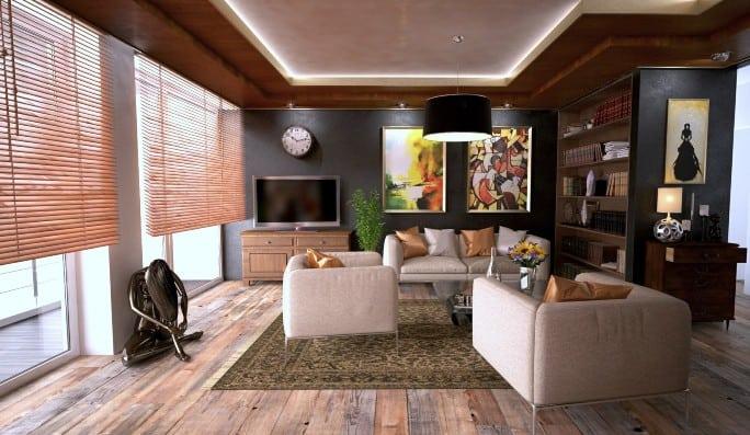 Un salón decorado con tonos tierra