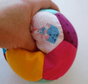 cómo hacer una pelota de tela original